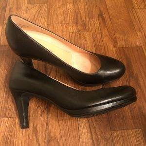 Black Naturalizer pump